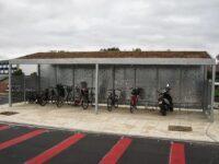 Fahrrad-Carport mit Seitenwand