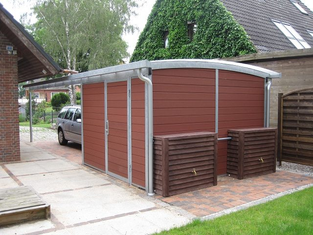 Carport mit Abstellraum in braun